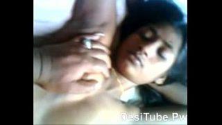 சீவி சிங்காரிக்கும் கவர்ச்சி மனைவி ஆபாச வீடியோ